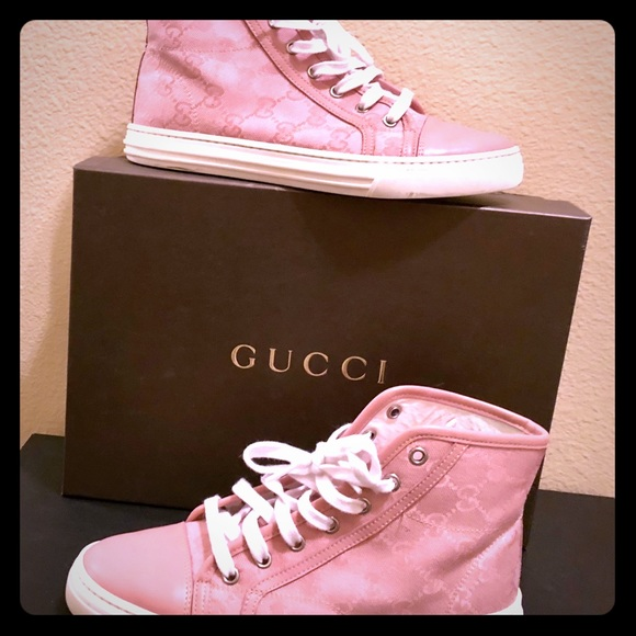 Gucci high top tennis shoes, perfect condition.